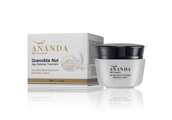 Active and revitalizing natural treatment cream for the skin of the face, eyes and neck